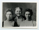 "Titre original :  Margaret Addison with her family. Inscription on back of photograph reads ""Left to Right: Margaret Addison, Mary Ann Addison, her mother, Charlotte Addison, her sister."" Image courtesy of Victoria University Archives (Toronto, Ont.)."