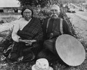 Titre original :  Figure 4: Photo 4. Tsukwani Francine 'Nakwaxda'xw and George Hunt at Tsaxis, 1930. Photograph by J.B. Scott. Franz Boas Collection, No. PC14-867. American Museum of Natural History, New York, NY.