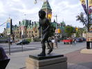 Titre original :    Description Terry Fox statue in Ottawa, Canada. Date 18 August 2007, 18:36 Source Terry Fox Uploaded by Skeezix1000 Author abdallahh from Montr�al, Canada