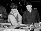 Titre original :  Hon. C.D. Howe speaks with a workman at an aircraft factory.