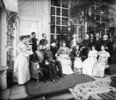 Titre original :  L. to R. - Seated: Lord Aberdeen, Sir Casimir Gzowski, Lady Aberdeen, Lady Gzowski, Mrs. A.J. Marjoribanks, and Mrs. George Muirhead - Standing: Miss Aloysia Thompson, Miss Helena Thompson, Capt. John Sinclair, Capt. H. Wilberforce, and Capt. Neve.
