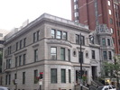 Titre original :    Description Français : Maison Hugh Graham ou Maison Alcan ou encore Maison Lord-Atholstan, 1172, rue Sherbrooke Ouest, Montréal, Québec, Canada. English: Hugh Graham House or Alcan House or Lord-Atholstan House, 1172 Sherbrooke West Street, Montreal, Quebec, Canada. This photo is of a cultural heritage site in Canada, number 9644 in the Canadian Register of Historic Places. Date 14 September 2012, 16:48:36 Source Own work Author Xavier Comtois
