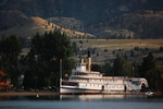 Titre original :    Description English: Sicamous, sternwheeler, on beach at Penticton, July 5, 2009. This photo is of a cultural heritage site in Canada, number 6777 in the Canadian Register of Historic Places. Date 5 July 2009, 20:48 Source Sicamous Author Darren Kirby from Edmonton, AB, Canada  Camera location 49° 30′ 13.29″ N, 119° 36′ 33.33″ W This and other images at their locations on: Google Maps - Google Earth - OpenStreetMap (Info)49.503691;-119.609259
