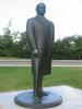 Titre original :    Description Statue de William Lyon Mackenzie King, Parlement du Canada, Ottawa Date 16 August 2006(2006-08-16) Source Own work Author User:Digging.holes