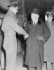 Titre original :    Description George Beurling, Canadian WWII ace, shaking hands with William Lyon Mackenzie King. Date November 1942(1942-11) Source This image is available from Library and Archives Canada under the reproduction reference number C-000025 and under the MIKAN ID number 3644108 This tag does not indicate the copyright status of the attached work. A normal copyright tag is still required. See Commons:Licensing for more information. Library and Archives Canada does not allow free use of its copyrighted works. See Category:Images from Library and Archives Canada. Author Unknown Permission (Reusing this file) PD-Canada