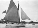 Original title:    Photo of Spray, en:Joshua Slocum 's sailing boat, taken in 1898.  source : http://www.municipalities.com/islandscap/index.htm  Photographer not credited in intermediate source.  Source for Higher resolution version: https://lh6.googleusercontent.com/-WJiM5jWlysY/TYNVLMSGHWI/AAAAAAAAAME/RdQIlZPYHsE/s1600/slo2.jpg
