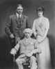 Titre original :  Sir Wilfrid Laurier, W.L. Mackenzie King and unidentified lady.