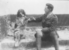 Titre original :  Lt.-Col. John McCrae and his dog Bonneau.