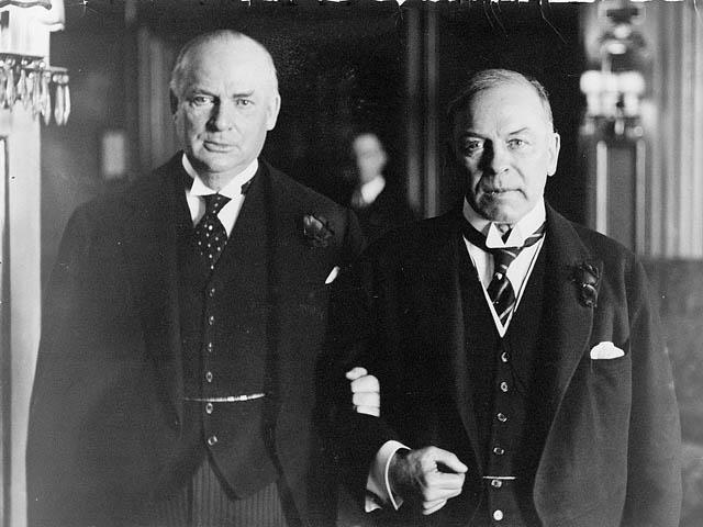 r b bennett vs mackenzie king William lyon mackenzie king was born in berlin (later renamed kitchener),  ontario  like r b bennett and the relentlessly logical arthur meighen, king  was a.