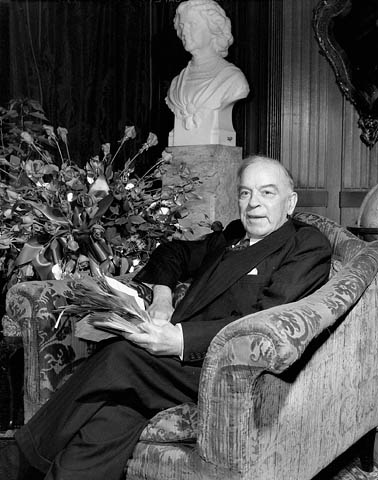 a biography of william mackenzie king William lyon mackenzie king (1874-1950), prime minister of canada  king was  born in berlin, ontario (now known as kitchener), to john king and isabella.