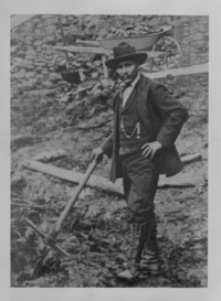 Original title:  Skookum Jim, Yukon Pioneer. Department of the Interior photographic records (Yukon) [graphic material]. Alpha-numerical series Y - Yukon Territories. Credit: Canada. Dept. of Interior / Library and Archives Canada / PA-044683.
