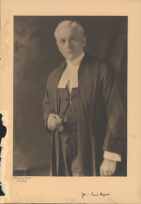 Titre original :  Photograph of James Paul Byrne, Faculty of Law - Archives Catalogue. Dalhousie University Archives, PC1, Box 25, Folder 10.