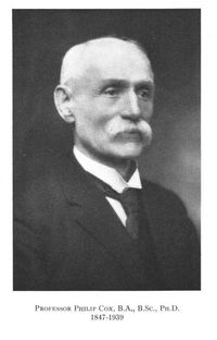Titre original :  Professor Philip Cox, B.A., B.Sc., PH.D. 1847-1939. Obituary. Journal of the Fisheries Research Board of Canada > List of Issues > Volume 5a, Number 1, January 1940. From: https://www.nrcresearchpress.com/toc/jfrbc/5a/1