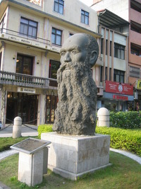 Original title:    Description English: Statue of George Leslie Mackay in Tamsui, Taipei, Taiwan. Bân-lâm-gú: Má Kai(George Leslie Mackay) siōng, sok î 1995-nî 11-gue̍h (2006-nî 1-gue̍h liap î Tām-tsuí) ‪中文(繁體)‬: 馬偕(George Leslie Mackay)像,塑於1995年11月(2006年1月攝於淡水)。 Date 13 January 2006(2006-01-13) Source Own work Author mingwangx