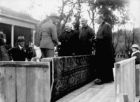 Titre original :  (Prince of Wales' visit to Canada) Father Dandurand (age 101) comes to see H.R.H. at the popular reception, Government House, Winnipeg, Man., Sept. 9-10.