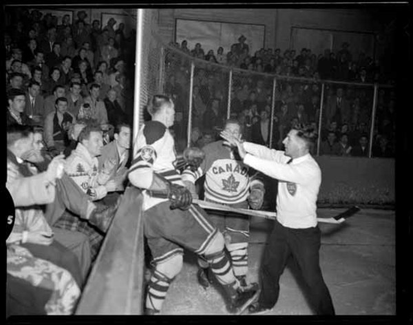 Original title:  Archives Photos of the Day: Hockey » Vancouver Blog Miss604